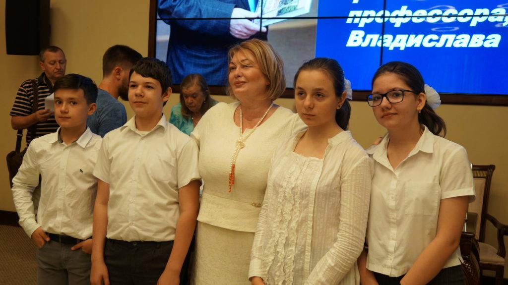 В Ростове наградили победителей городского конкурса сочинений памяти профессора Владислава Смирнова.