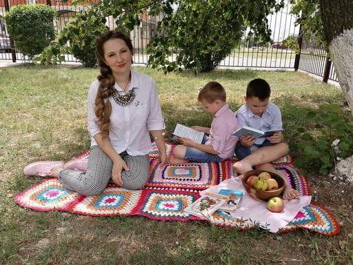 Вместе читаем детские книжки донских авторов.