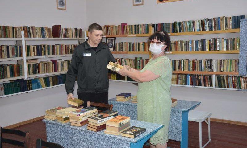 «Шахтинские известия» провели традиционную акцию «Добрая книга» в ЛИУ №20